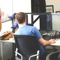 Bien-être au bureau : fauteuil et espaces de travail