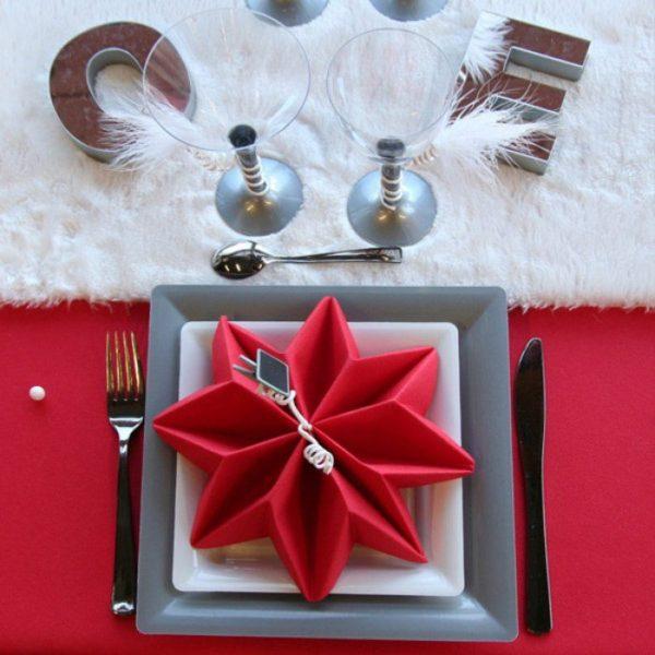 Pliage serviette noel toile papier rouge nappe table - Pliage de serviette en papier noel ...